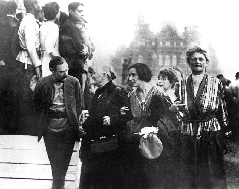 Клара Цеткин в Москве во время международного коммунистического конгресса. 1921 г.